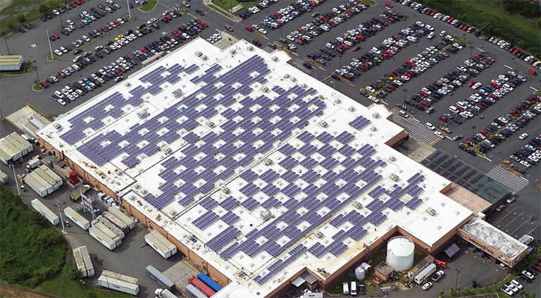 Many Solar Panel On stop of Building